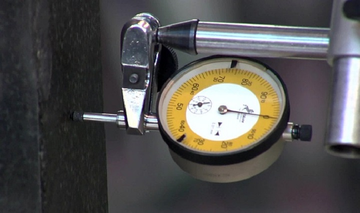 Geometry of a CORREA milling machine - dial gauge