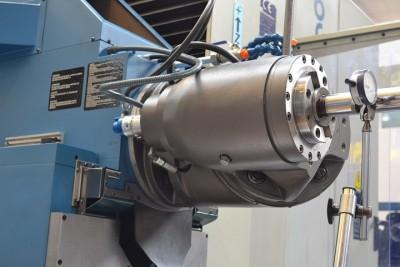 Maintenance on CORREA milling machine